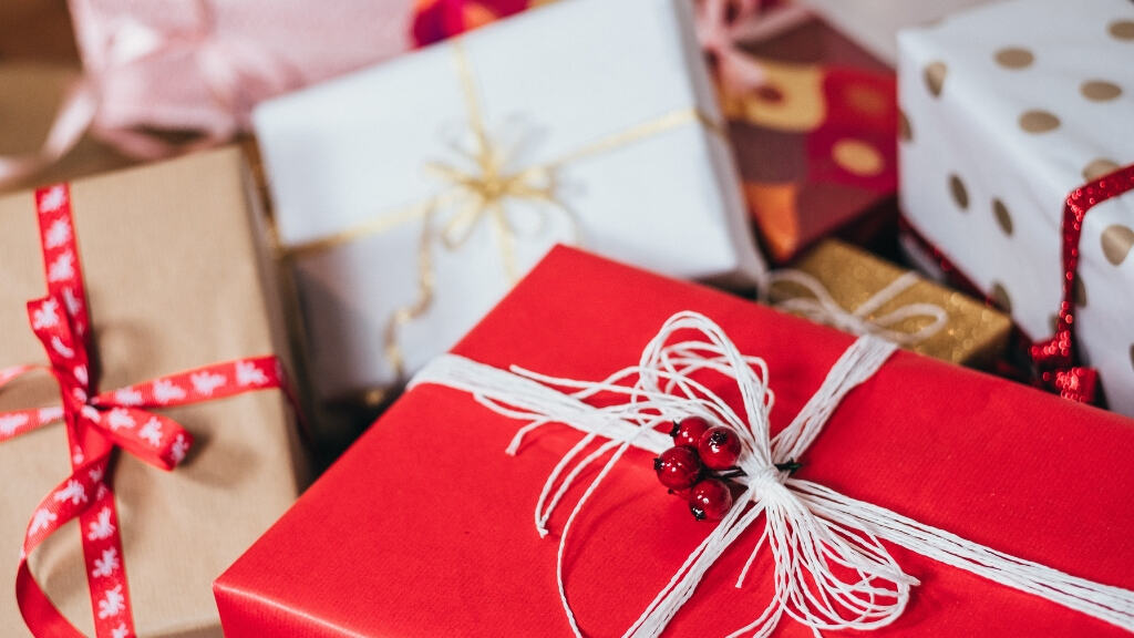 How to Maximize Rewards with Holiday Shopping